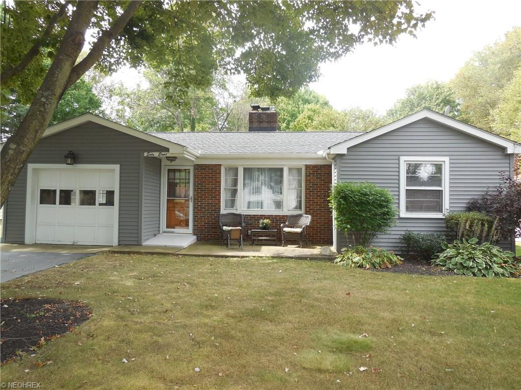 68 Hood Dr, Canfield, OH