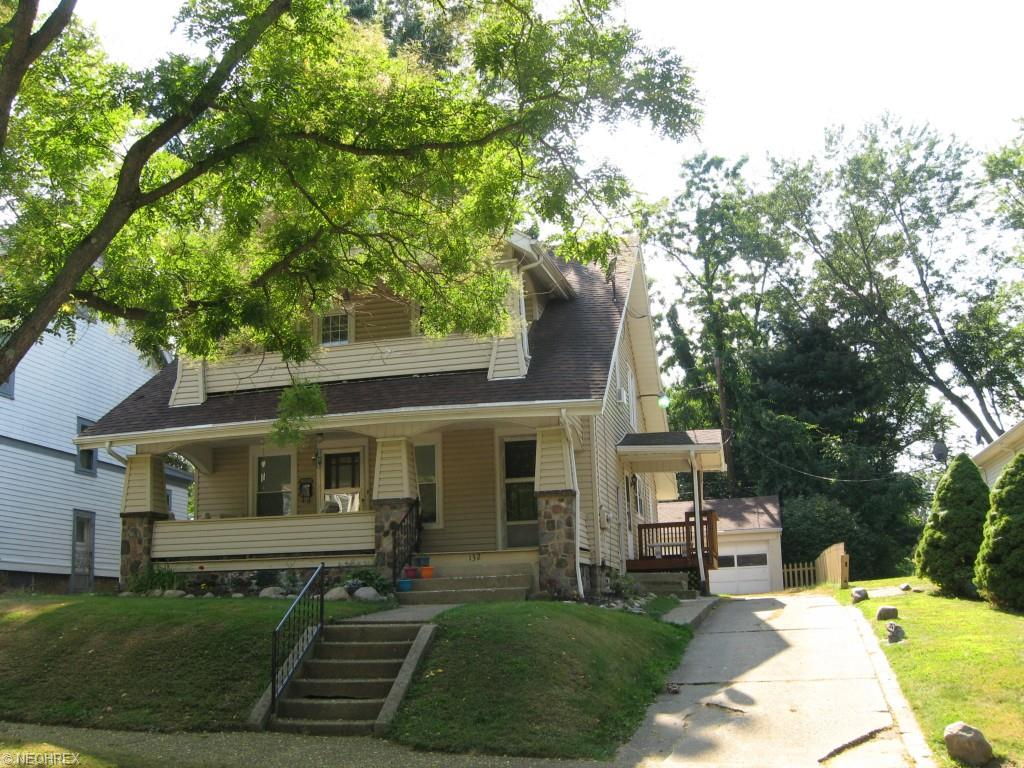 132 Crescent Dr, Akron, OH