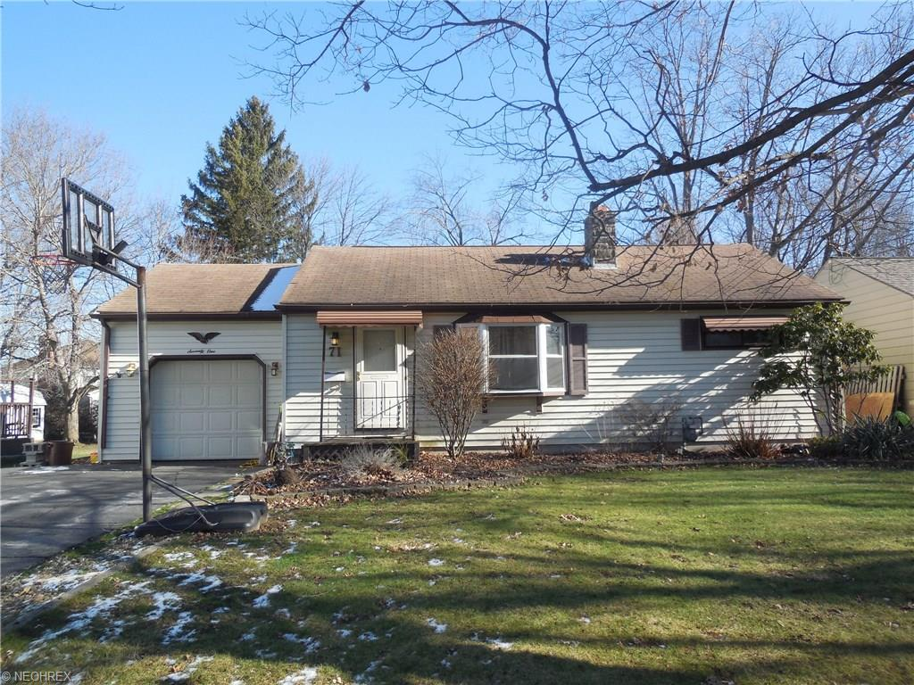 71 Hood Dr, Canfield, OH