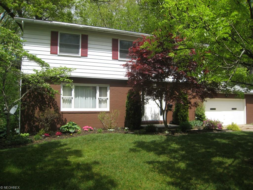 664 Treeside Dr, Akron, OH