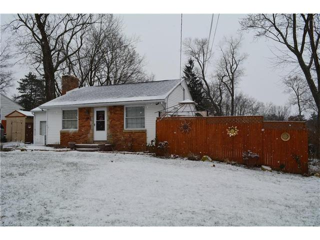 28 Portage Lakes Dr, New Franklin OH 44319