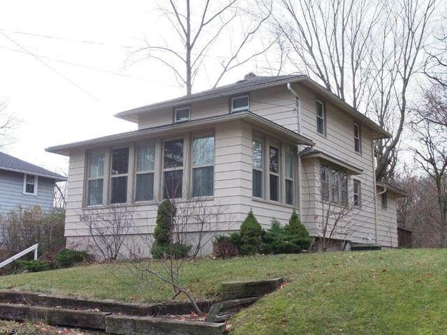 280 E Willowview Dr, New Franklin OH 44319