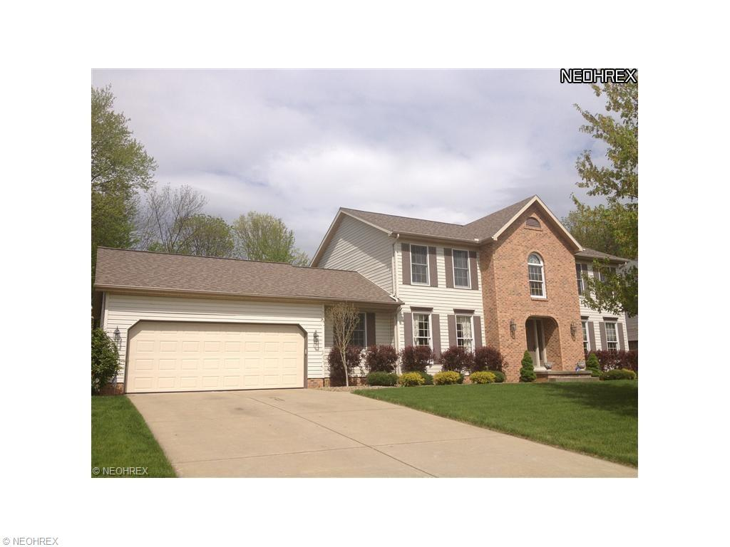 170 Queens Ln, Canfield, OH