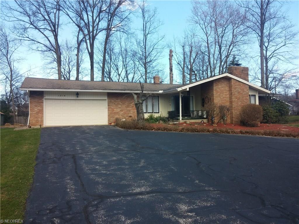 1214 Berwick Ln, Cleveland, OH