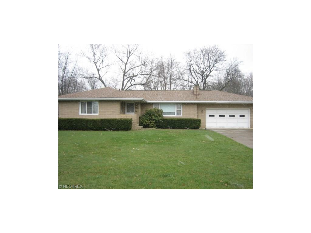 3721 Valley Dr, Barberton, OH