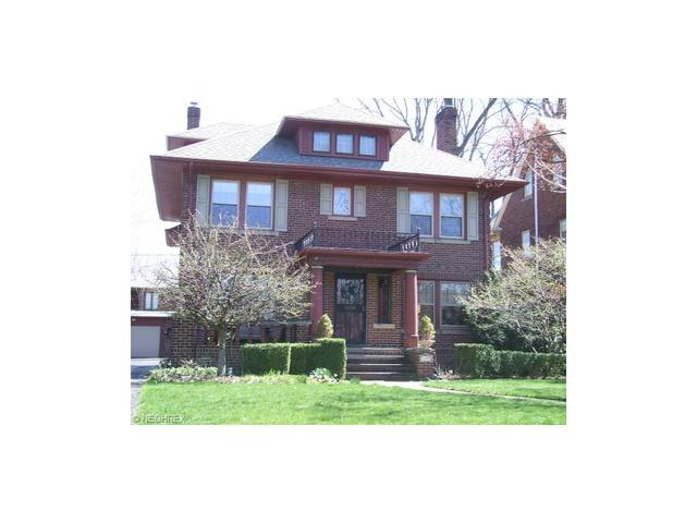 1099 Kenneth Dr, Lakewood OH 44107