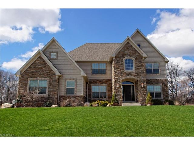 1189 Whispering Woods Dr, Macedonia OH 44056