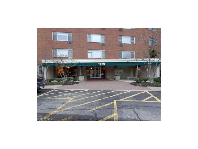 11820 Edgewater Dr #APT 807-907, Lakewood OH 44107