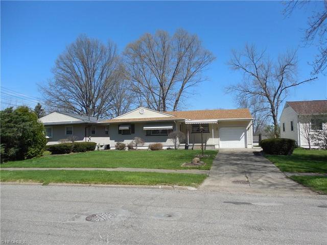 960 Doris Dr, Hubbard, OH