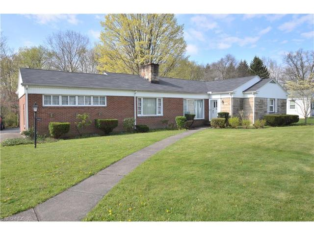 5361 Old Oxford Ln, Youngstown, OH