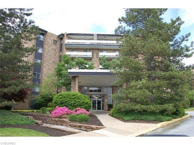 2112 Acacia Park Dr #APT 425, Cleveland OH 44124