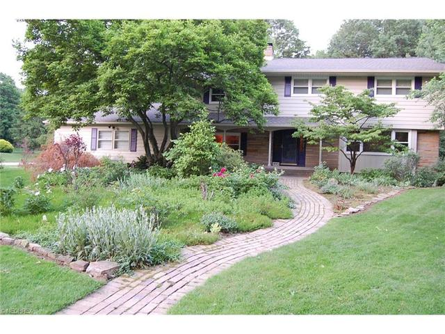 2995 Mccormick Rd, Stow, OH