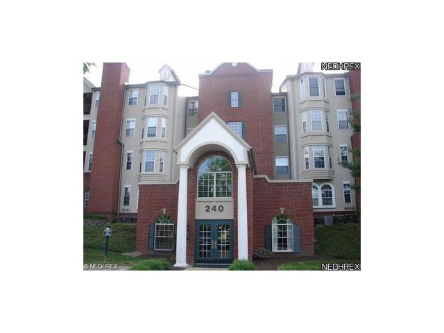 240 Fox Hollow Dr #APT 311, Cleveland OH 44124