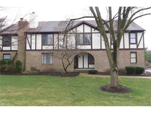 6674 Hills And Dales Rd, Canton OH 44708