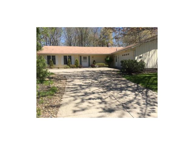 12215 Park Cliff Rd, Strongsville, OH
