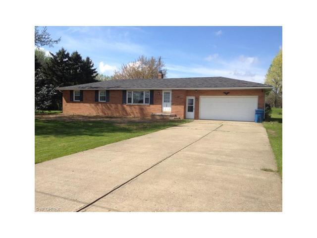 1065 Andrews St Hartville, OH 44632