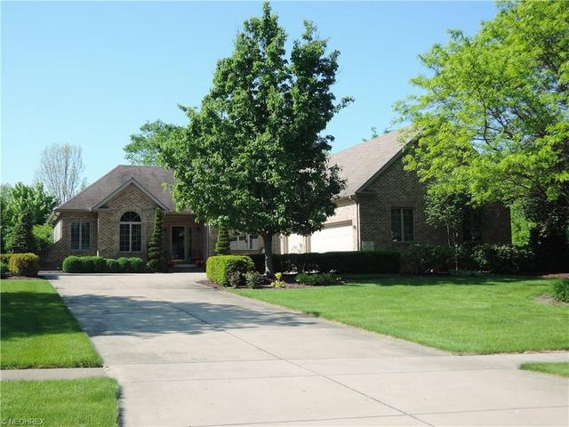 121 Sandstone Ln, Canfield, OH