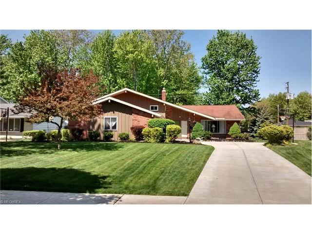 3888 Winton Park Dr, North Olmsted, OH