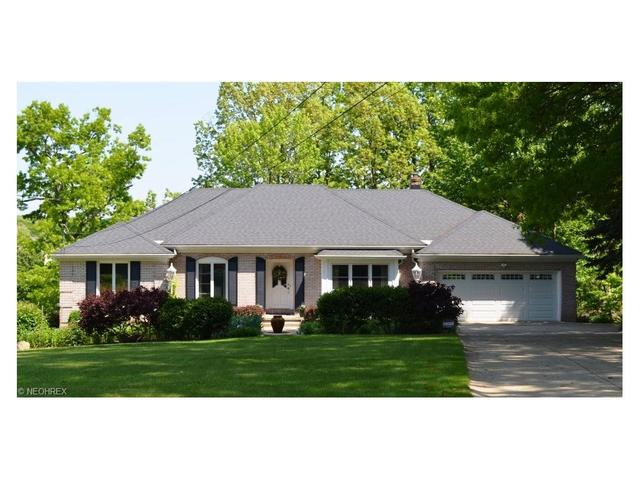 108 Lake Front Dr, Akron, OH