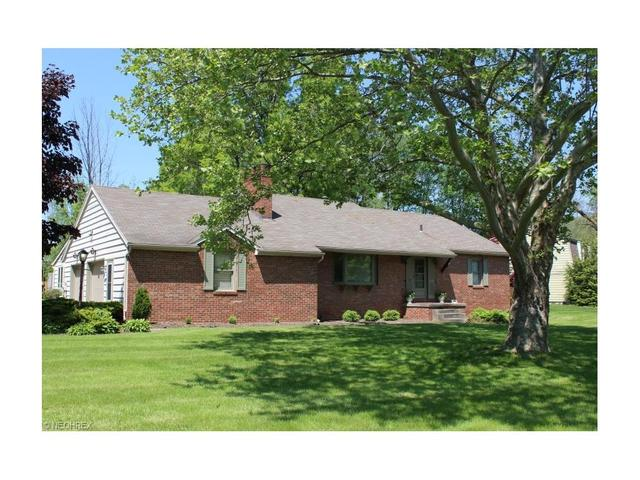 393 Treeside Dr, Stow, OH