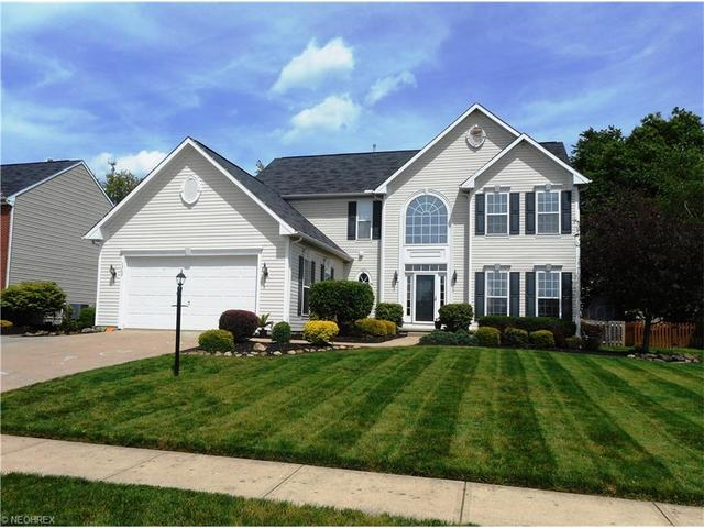 1369 Stonepointe Dr, Wadsworth, OH