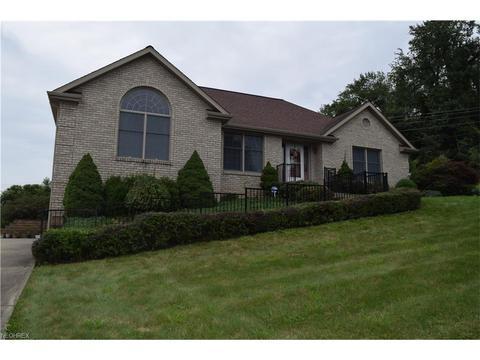 119 Pinecrest Dr, Saint Clairsville, OH 43950