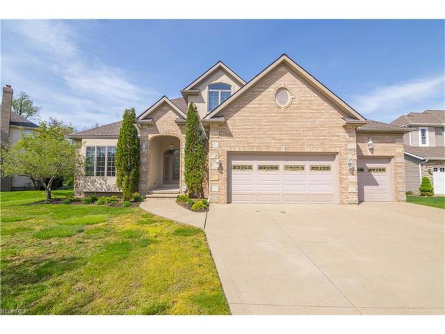 377 Kirkshire CtHighland Heights, OH 44143