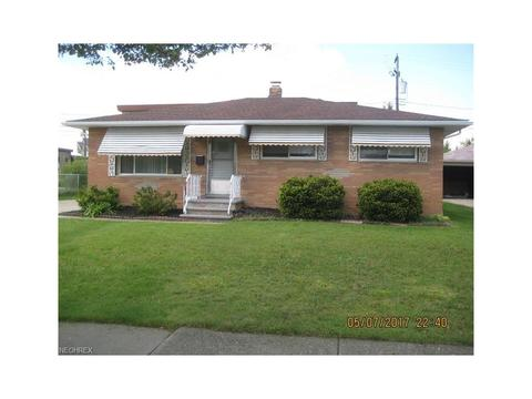 5830 W Glenn Dr, Maple Heights, OH 44137