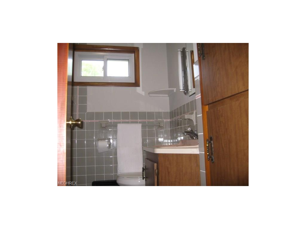 Mfi Replacement Kitchen Doors 211 Hilbish Ave Akron Oh For Sale Mls 3902837 Movoto