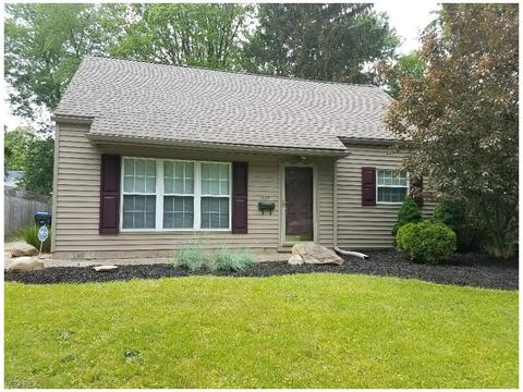 1537 Anderson Rd, Cuyahoga Falls, OH 44221