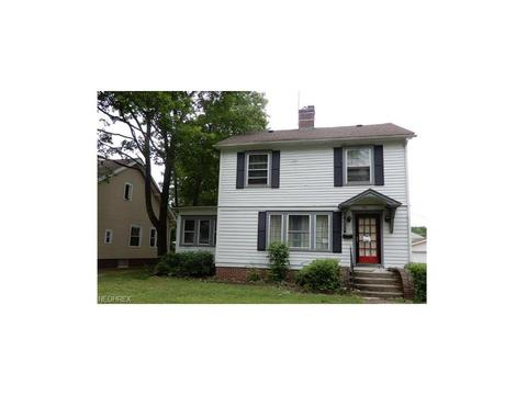 Excellent 742 Roslyn Ave Akron Oh 44320 Mls 3913084 Movoto Com Home Interior And Landscaping Mentranervesignezvosmurscom