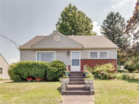 1706 Florian Dr NW, Canton, OH 44709