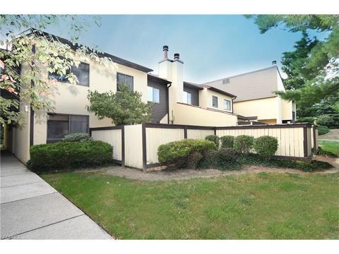 949 Hampton Ridge Dr, Akron, OH 44313