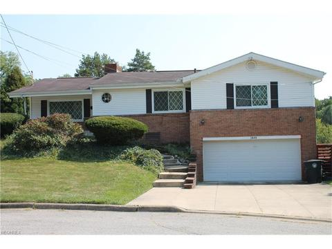 1448 Commonwealth Dr, Akron, OH 44313