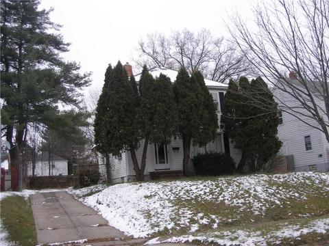 Astonishing 947 Roslyn Ave Akron Oh 44320 Mls 4057698 Movoto Com Home Interior And Landscaping Mentranervesignezvosmurscom