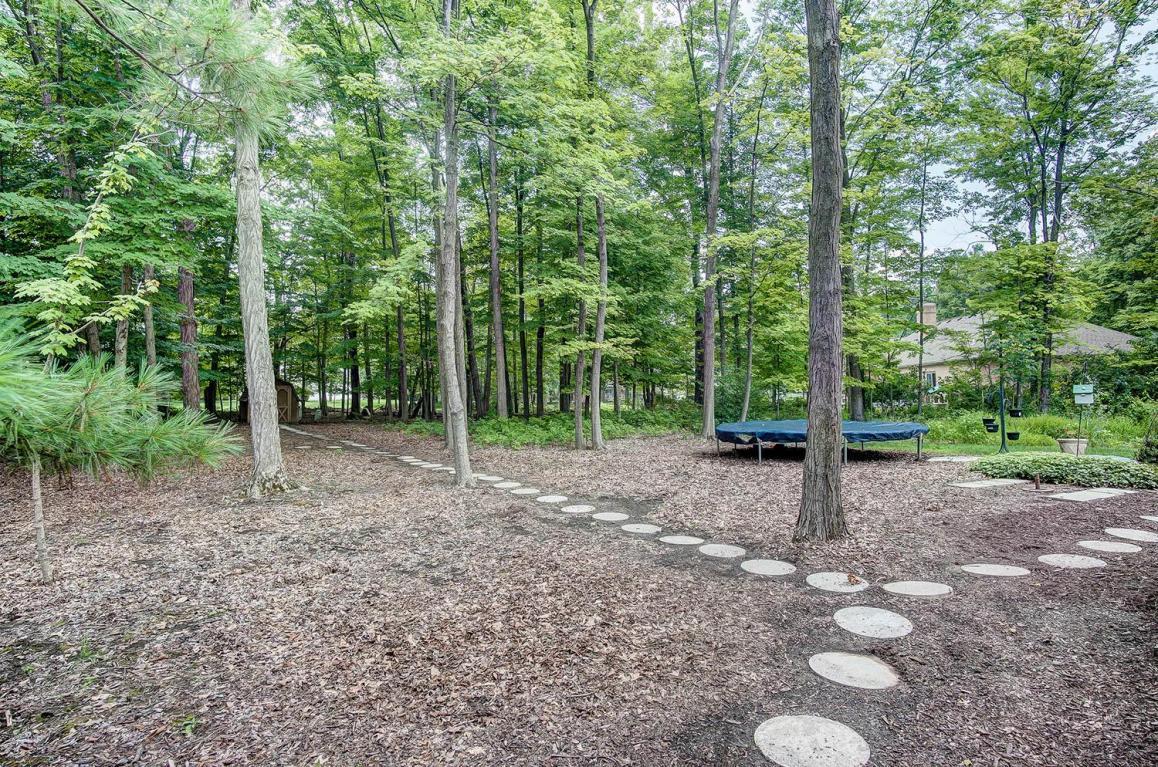 157 woodland dr powell oh 43065 mls 217024580 movoto com