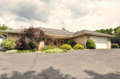 310 Vernonview Dr, Mount Vernon, OH 43050