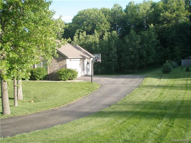 177 Sunset Pines Dr, Howell MI 48843