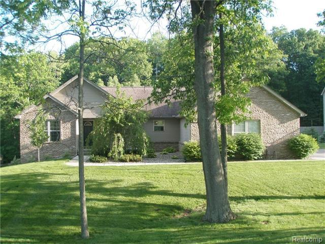 177 Sunset Pines Dr, Howell, MI 48843