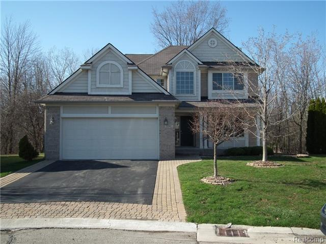 3392 Heron Pointe Ct, Waterford, MI