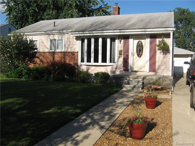 870 Douglas St, Garden City MI 48135