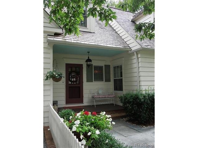 26025 Carol Ave, Franklin MI 48025