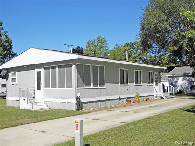 5774 Birch Rd, Caseville, MI