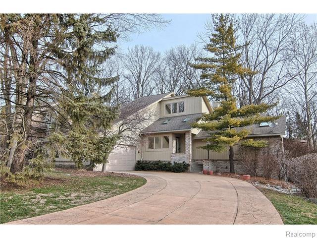 4551 Rolling Pine Dr, West Bloomfield, MI