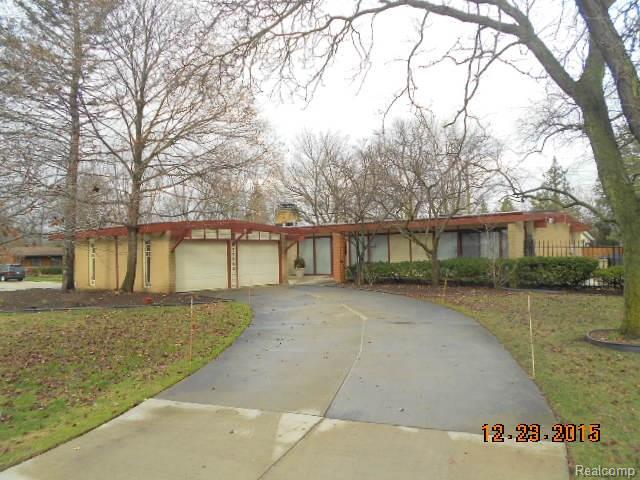 29090 Lone Elm Ln, Southfield, MI