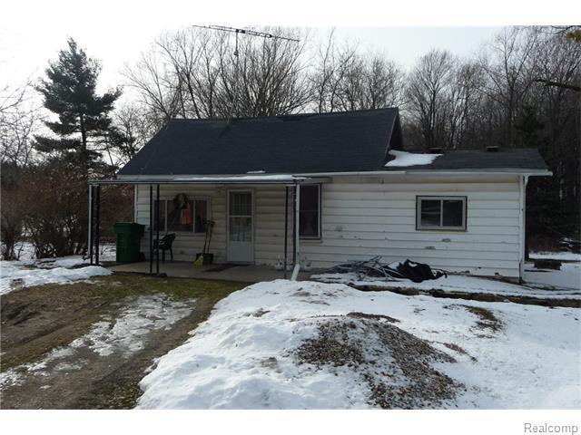 5596 Black River Rd, Croswell, MI