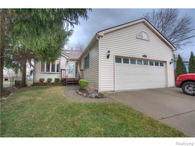 729 Cedarlawn Rd, Waterford, MI