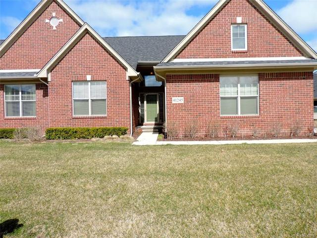 41245 English Oak #APT 43, Clinton Township MI 48038