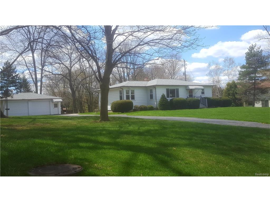 6305 Waldon Rd, Clarkston, MI