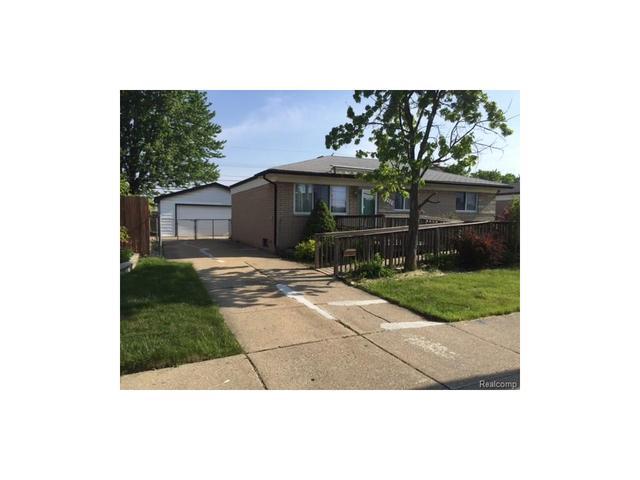 15733 Common Rd, Roseville MI 48066